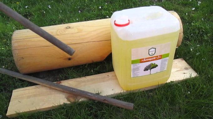 Канистра с отбеливателем для древесины