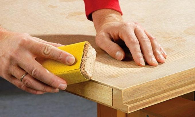 Шлифовка древесины наждачной бумагой