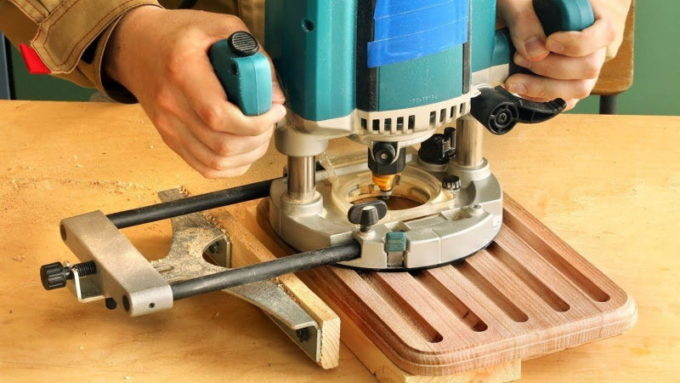 Углубления в деревянном изделии ручным фрезером