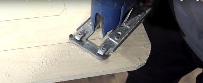 Выпиливание деталей складного стула