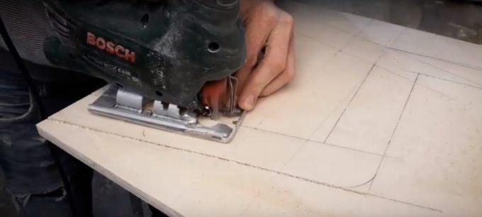 Выпиливание деталей стульчика лобзиком