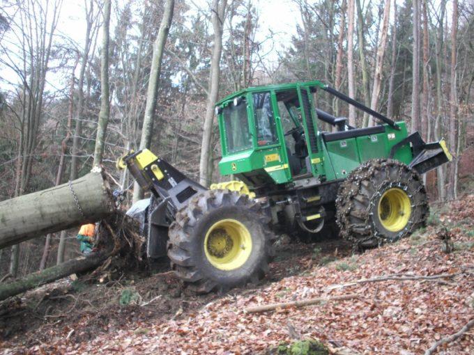 Чокерный трелевочный трактор