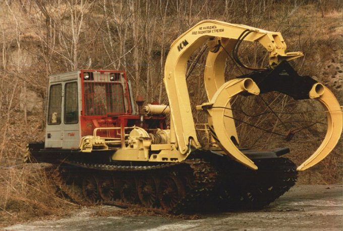 Бесчокерный трелевочный трактор