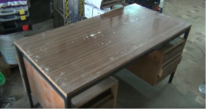 Стол для циркулярной пилы из офисного стола