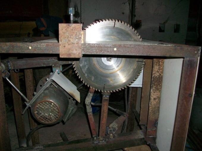 Станок с маятниковой подвеской двигателя